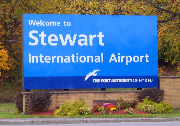 Stewart_Int_Airport_sign